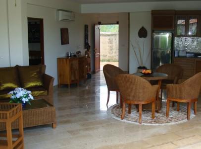 Flot ferielejlighed i Rayong - 50m fra strand - stue